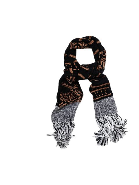 "<p>It's never too early to invest in winter accessories, especially when they come in the form of Rag & Bone's metallic infused cable knit scarf… Rag & Bone Lisbeth scarf, £195, at Matches</p><p><a href=""http://shopping.elleuk.com/browse?fts=rag+%"
