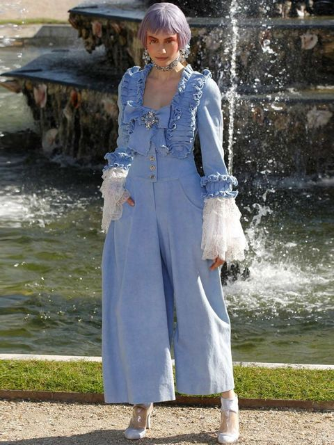 <p>Look 3, Chanel Cruise 2013</p>