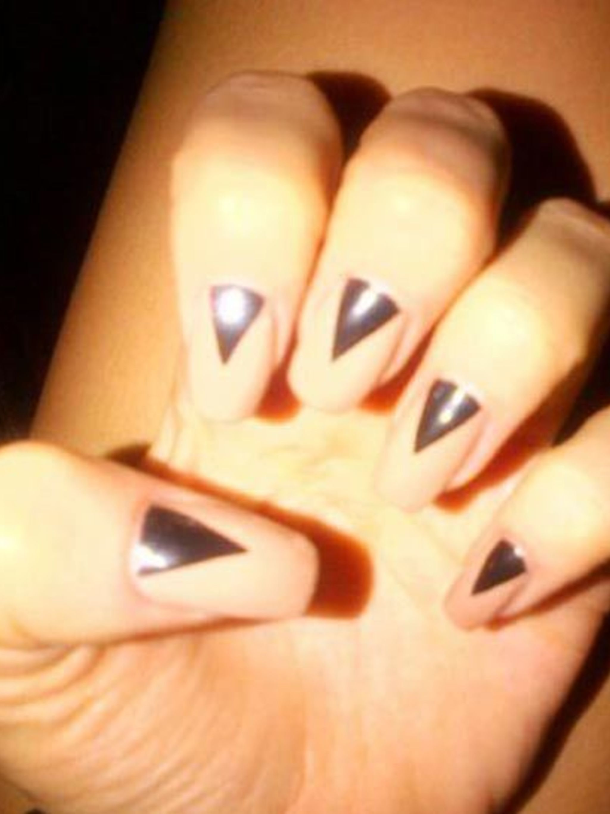 <p>The first in a three-part series we are going to be showing you step-by-step how to recreate three of Jessie J's most fabulous nail art looks starting with <em>The Graphic Moon</em>.</p><p>When Jessie J tweeted this picture of her nail art we just had