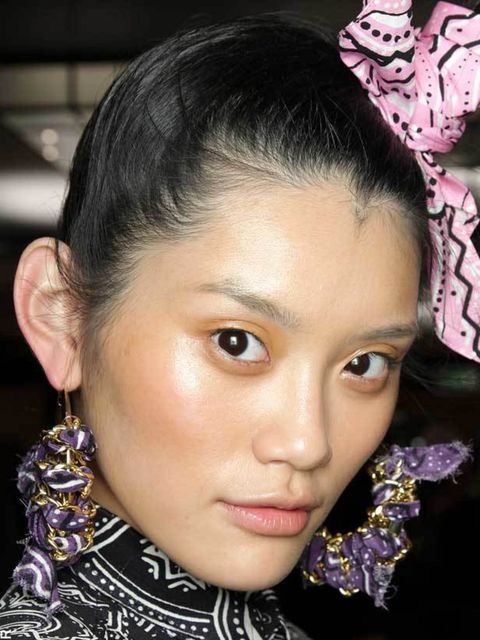 "<p><a href=""http://www.elleuk.com/beauty/Expert-Tips/%28section%29/skin"">Get a better complexion with ELLE's expert tips...</a></p>"