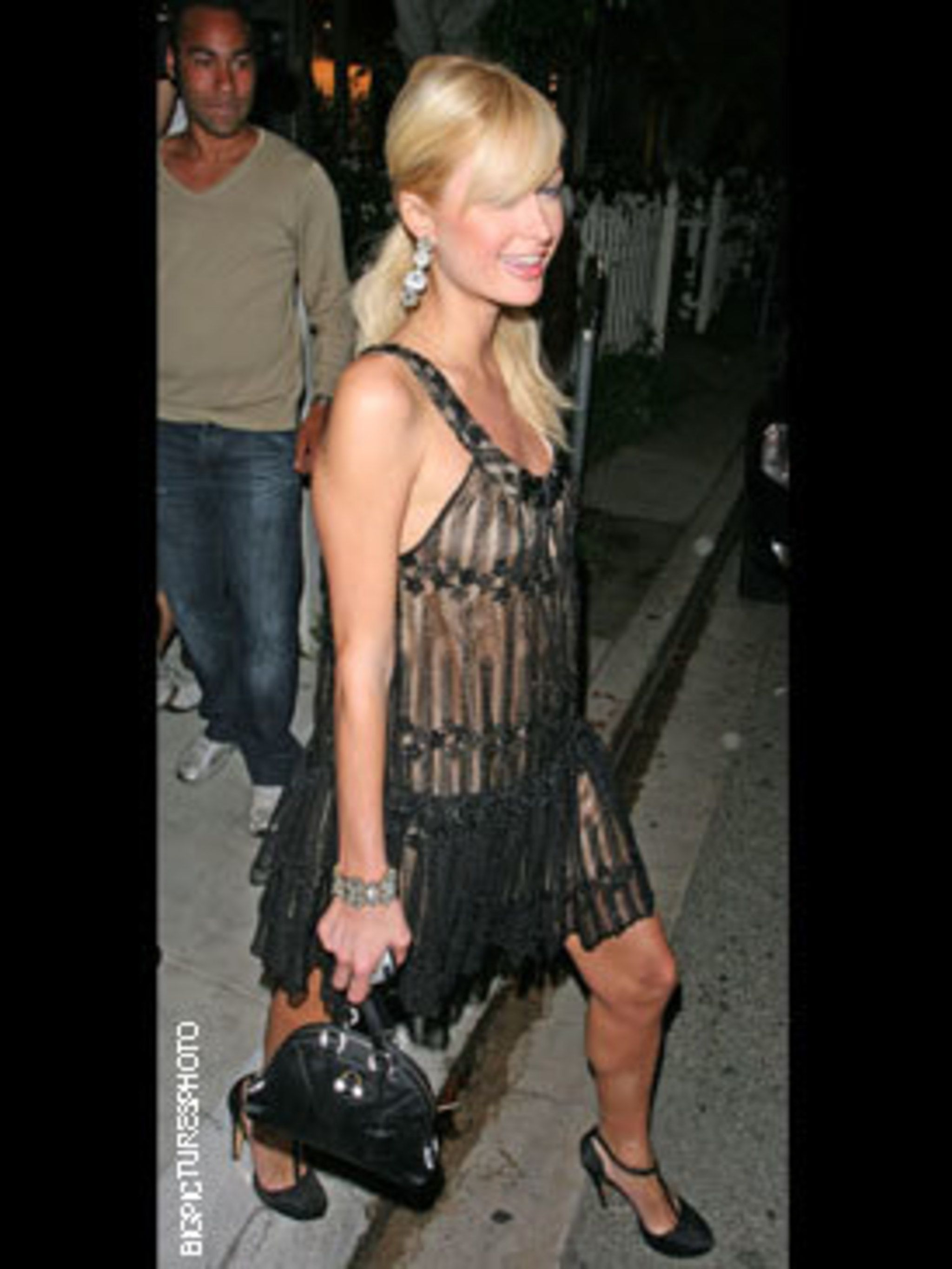 <p>The ultimate party girl, Paris heads to an L.A nightclub in sexy flapper-girl chic</p>