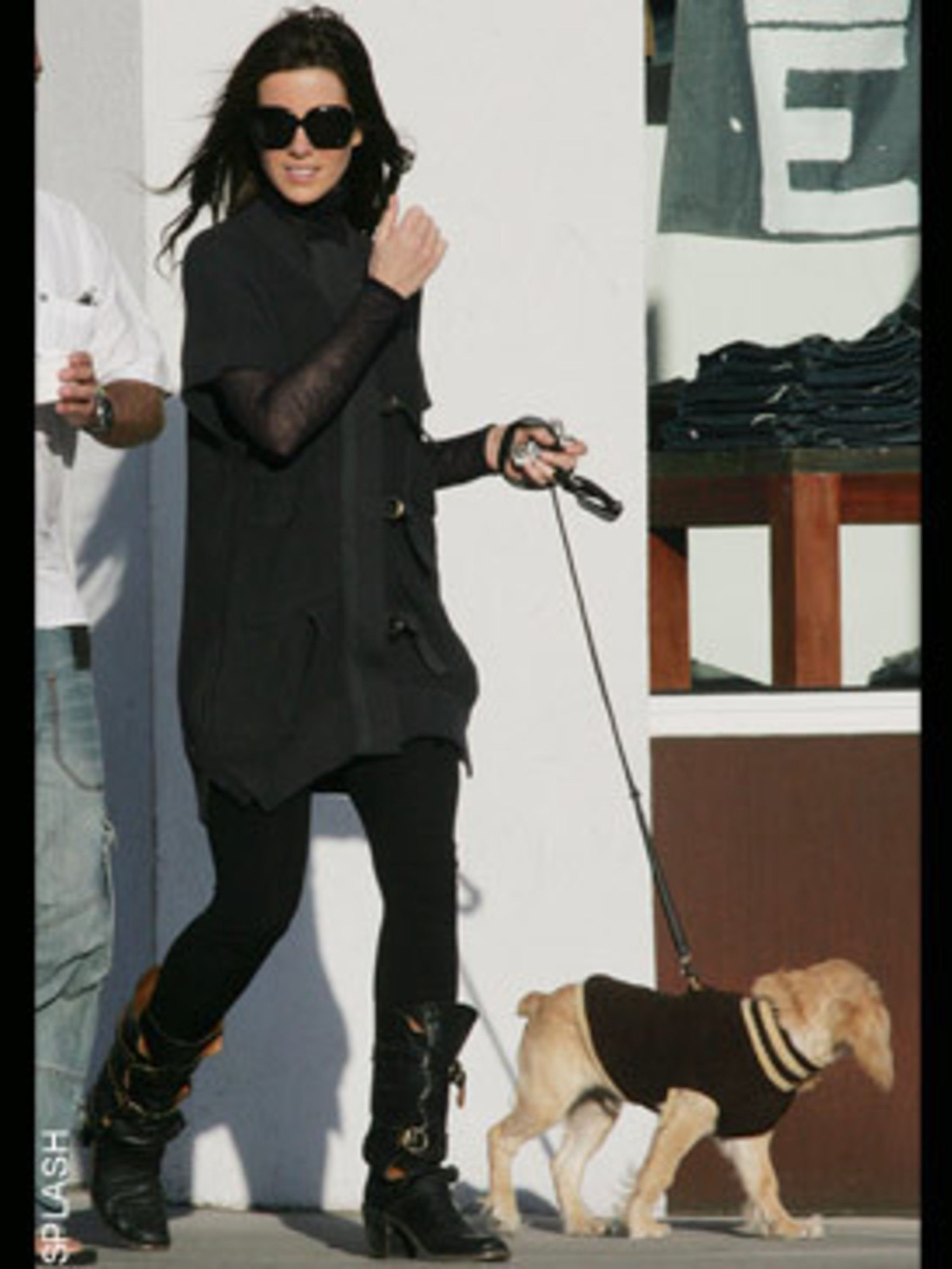 <p>Even Kate's dog is well dressed!</p>