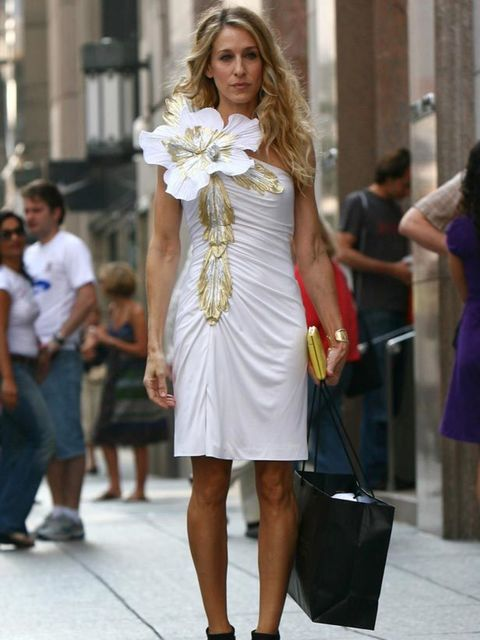 <p>Carrie Bradshaw wearing a floral dress and blazer, 2002</p>