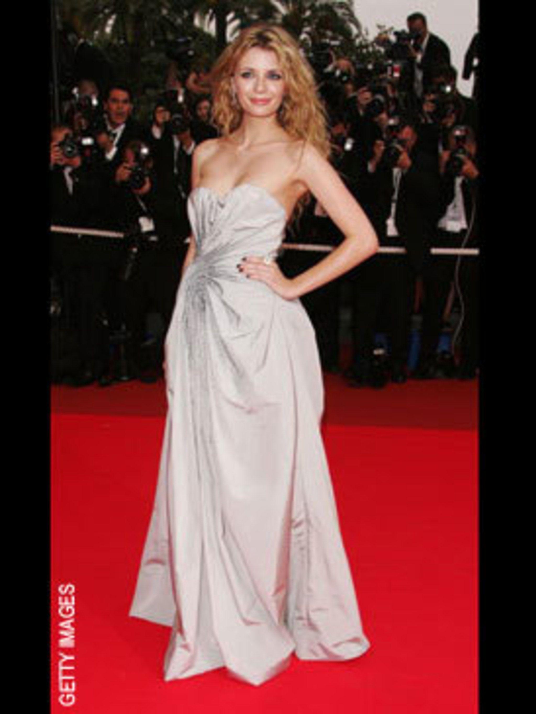 <p>Mischa Barton in Christian Dior</p>