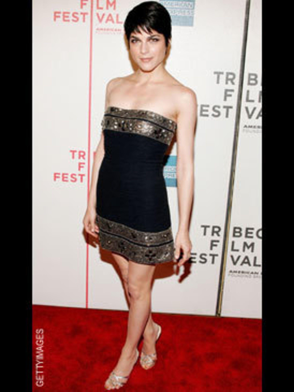 <p>A more classic Selma in an Oscar de la Renta dress and the perfect versatile gold heels.</p>