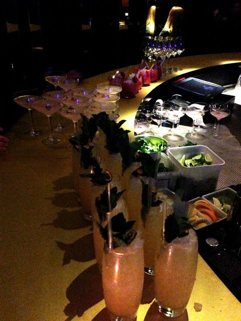 <p>Kocktails and Kanapes with the Kardashians</p>