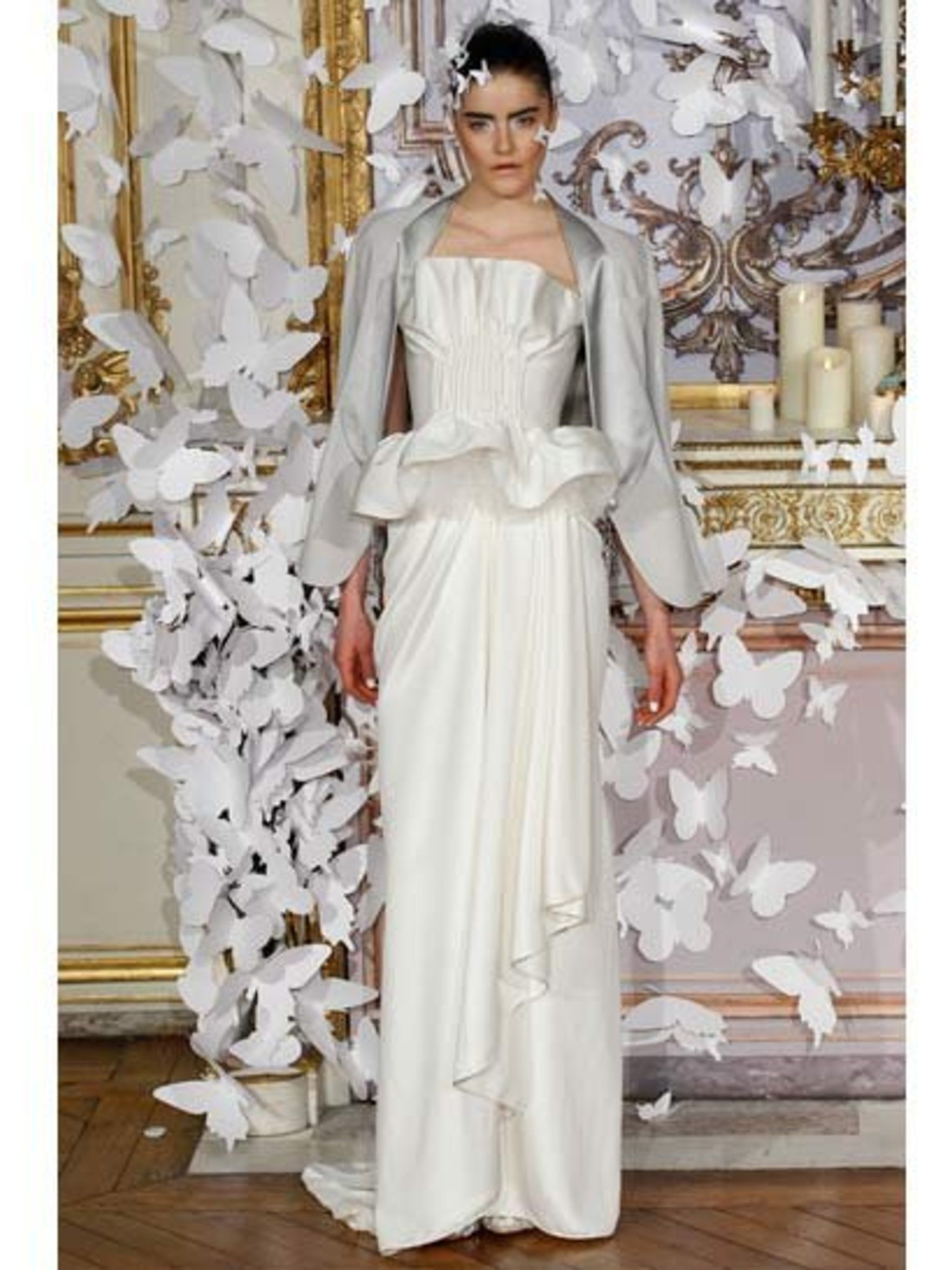<p>Sculptural yet simple.By Alexis Mabille</p>