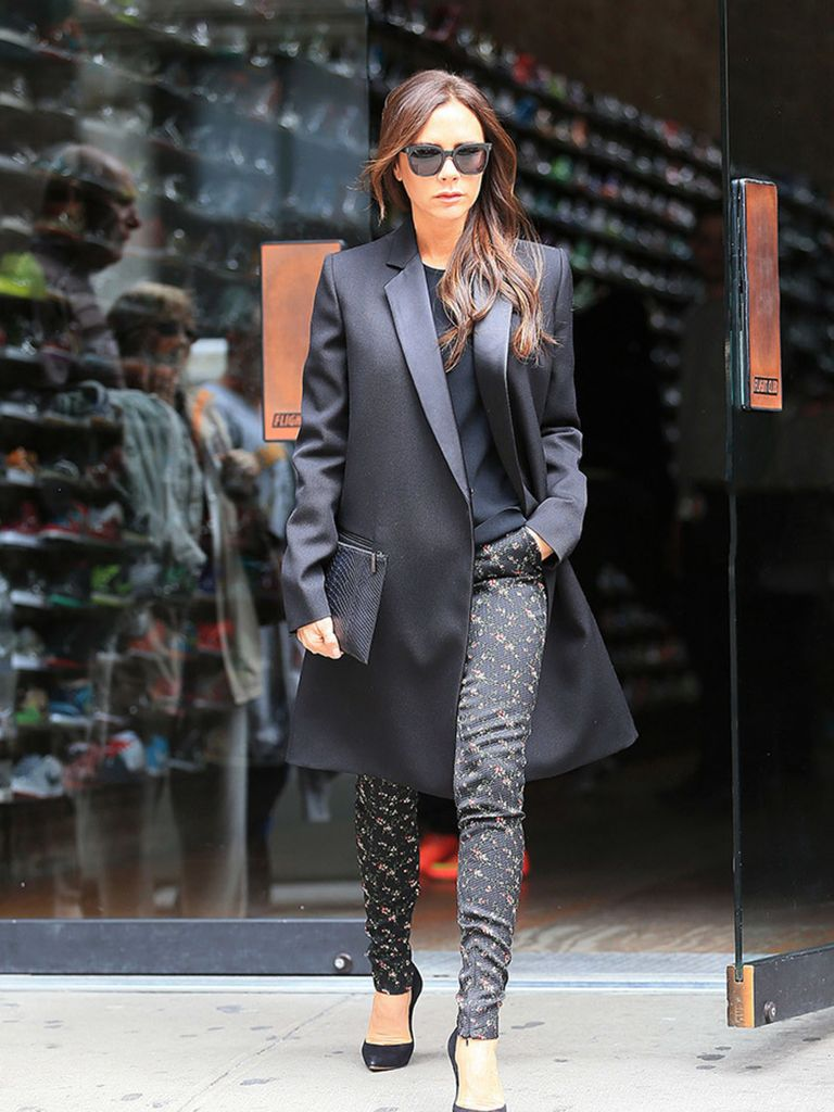 victoria beckham 39 s best red carpet and fashion moments of all time. Black Bedroom Furniture Sets. Home Design Ideas