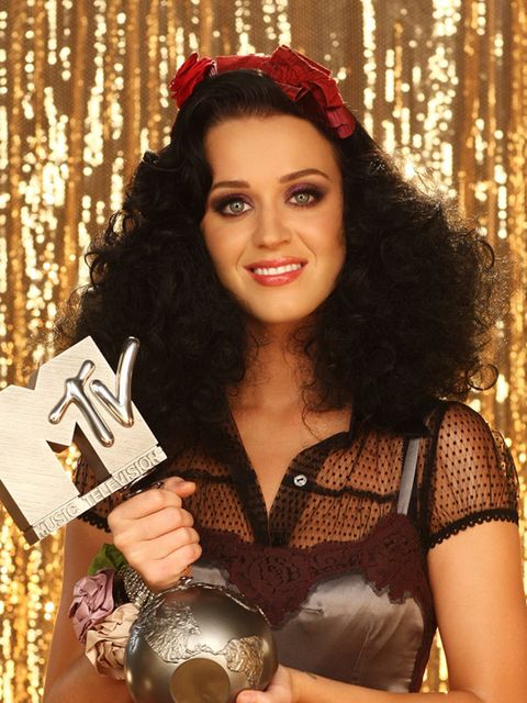 <p>Super textured hair the folllowing year at the 2008 MTV Europe Music Awards</p>
