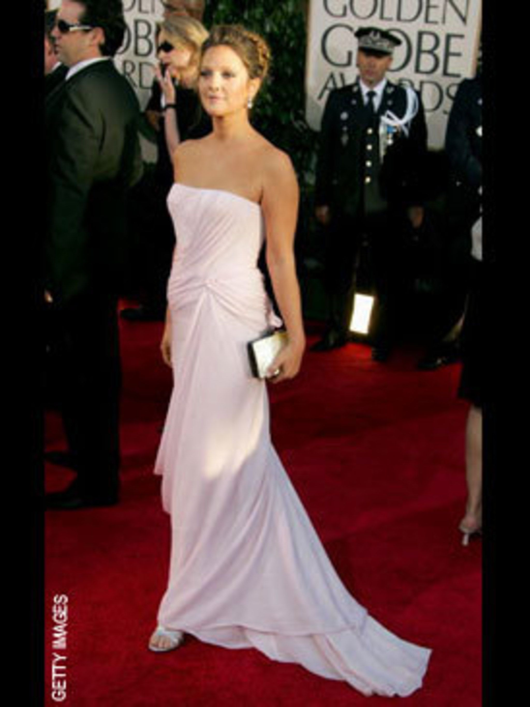 <p>Drew Barrymore in flowing Dior</p>