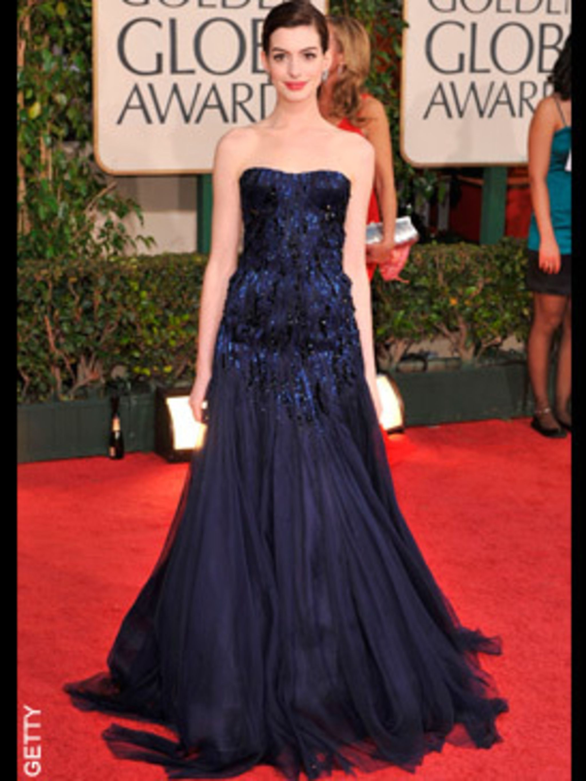 <p>Ann Hathaway opted for a gorgeous navy gown by Armani Prive</p>