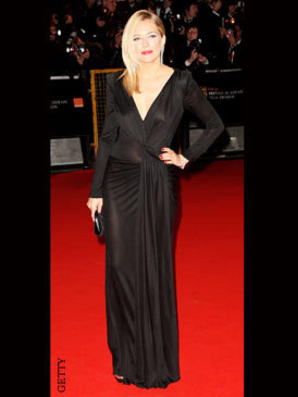<p>Sienna Miller in Christian Dior</p>