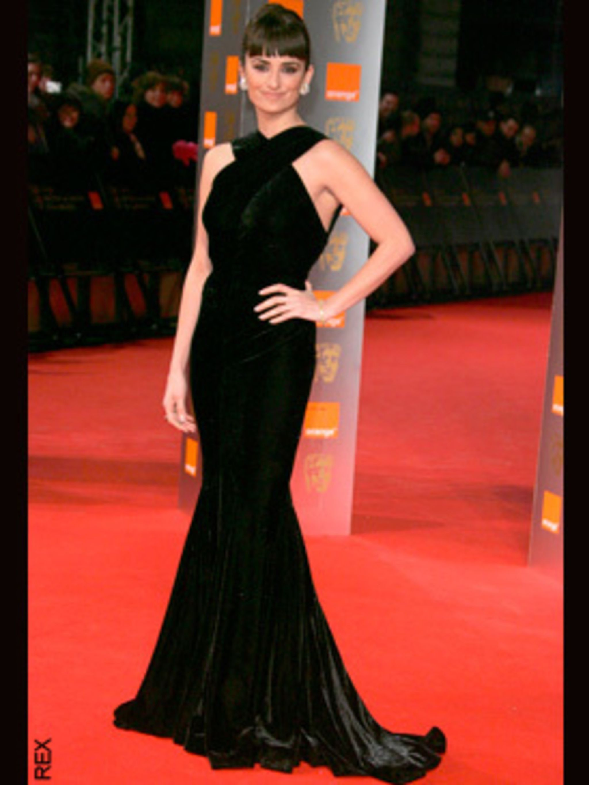 <p>Penelope Cruz wearing Alaia with a million pounds worth of Chopard jewellery</p>