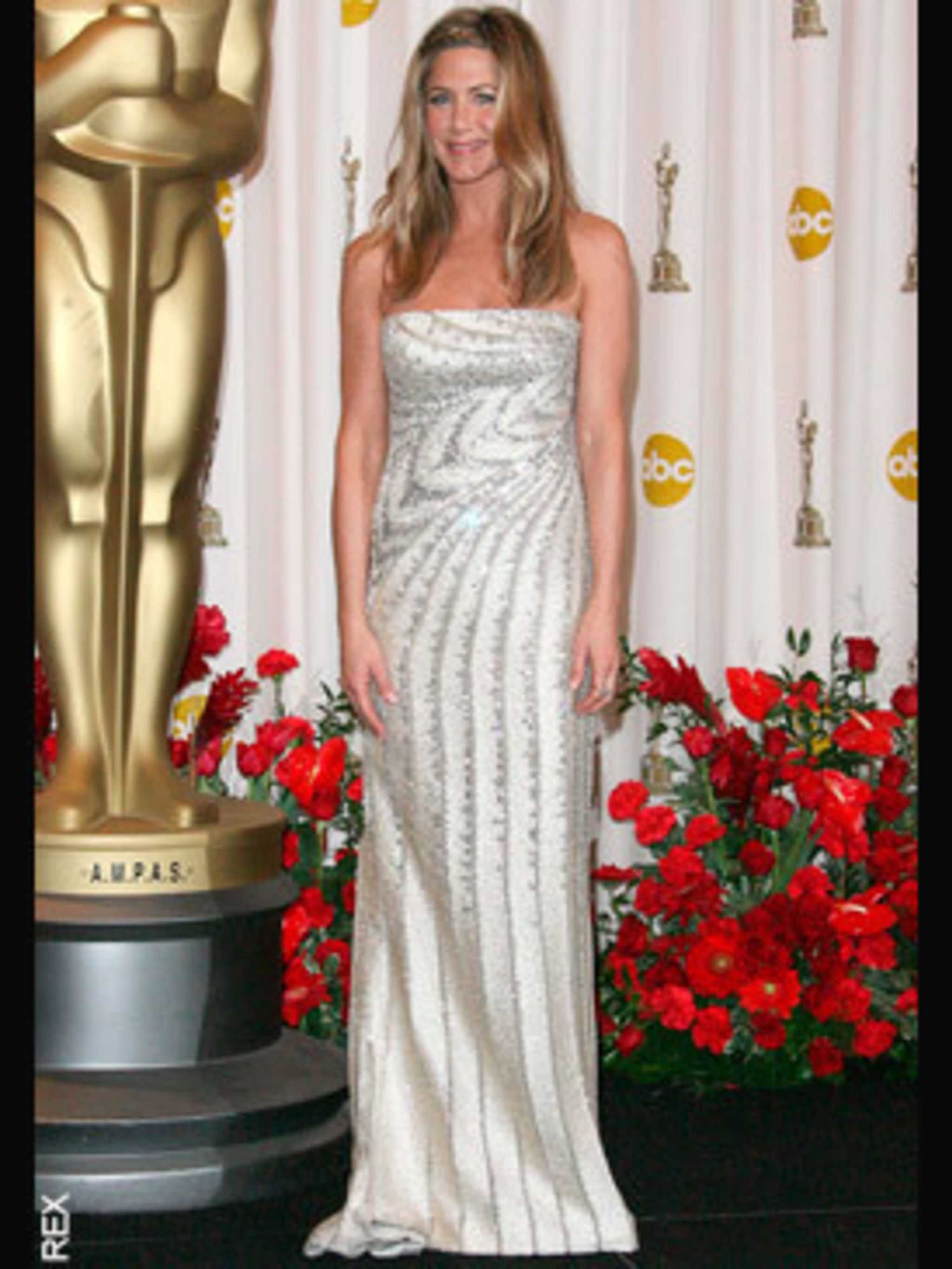 <p>Jennifer Aniston in Valentino Couture, Bvlgari jewellery and Jimmy Choo shoes</p>