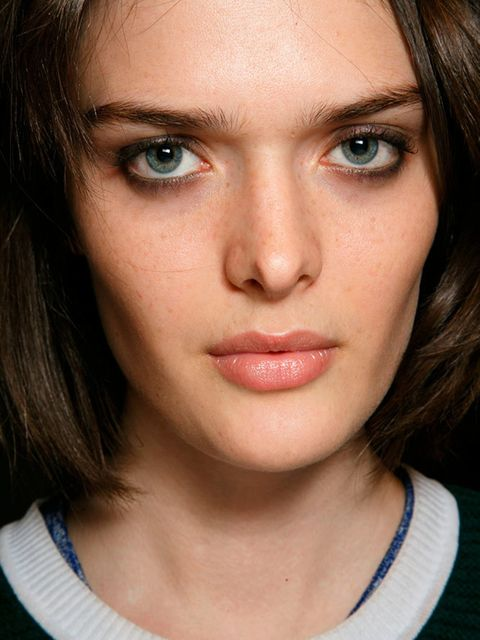 """<p><a href=""""http://www.elleuk.com/catwalk/burberry-prorsum/autumn-winter-2015""""><strong>Burberry</strong></a></p>  <p>The look: Tri-texture make-up</p>  <p>Make-up artist: Wendy Rowe for Burberry</p>  <p>Key products: Burberry Eye Colour Cream in Mink and"""