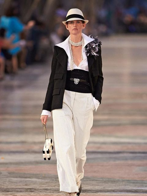 chanel_2016_cruise_collection_look_01