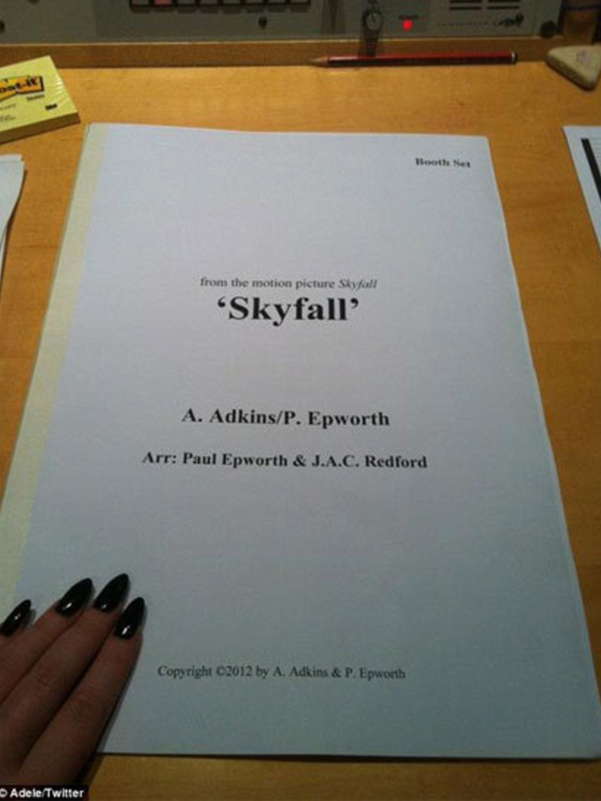 <p>Adele tweets the a picture of the Skyfall score </p>