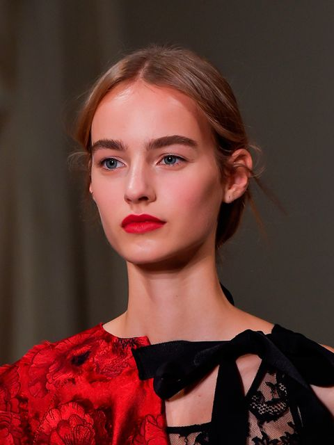 "<p><a href=""http://www.elleuk.com/catwalk/oscar-de-la-renta/spring-summer-2016""><strong>Oscar De La Renta s/s 2016</strong></a></p>  <p>The look: On/off Red & Nude Lip</p>  <p>Make up Artist: Diane Kendal for MAC</p>  <p>Key product: (red) MAC Lip Pencil"