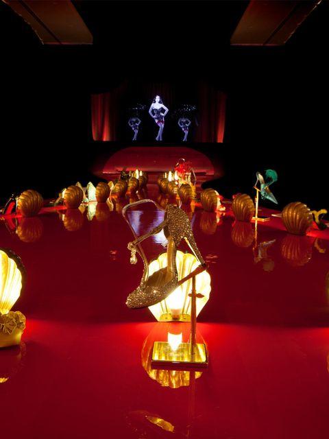 <p>The Dita Von Teese Hologram in Christian Louboutin's exhibition</p>