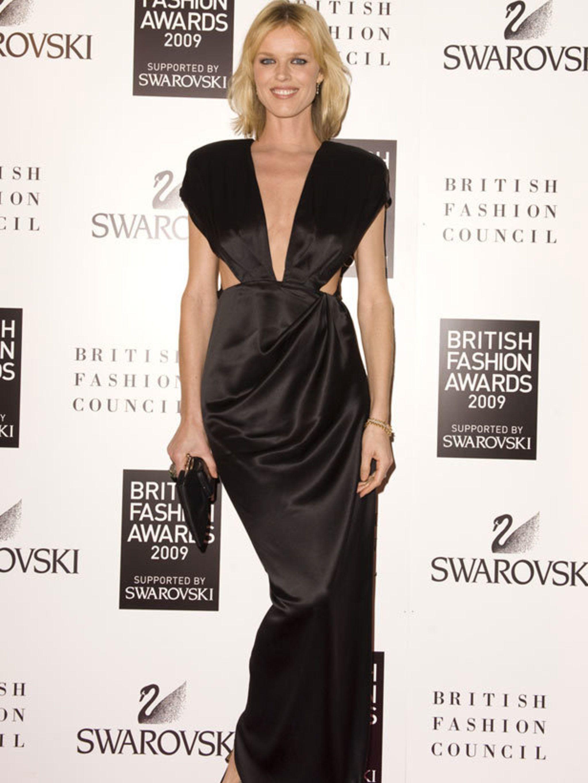British Fashion Awards 2009 Loncil 2048x2730 A0cbb8c2 29f9 11e6 B3b0 B10100ef2e49 Assets Elleuk Com Gallery 16402 1325881545 Eva Herzigova