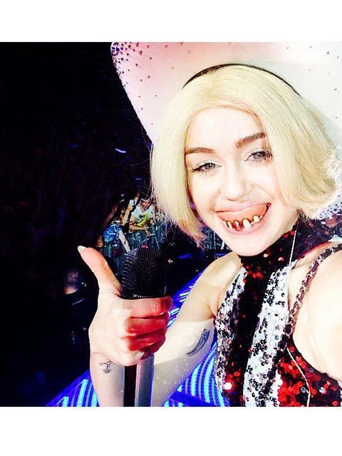 <p>Miley Cyrus:tonight's shoooww was fuuuuuun.</p>