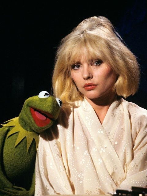 <p>Look how excited Blondie is to be with Kermit</p>