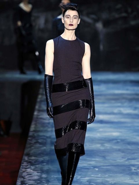 Erin O'Connor opens the Marc Jacob FW15 catwalk