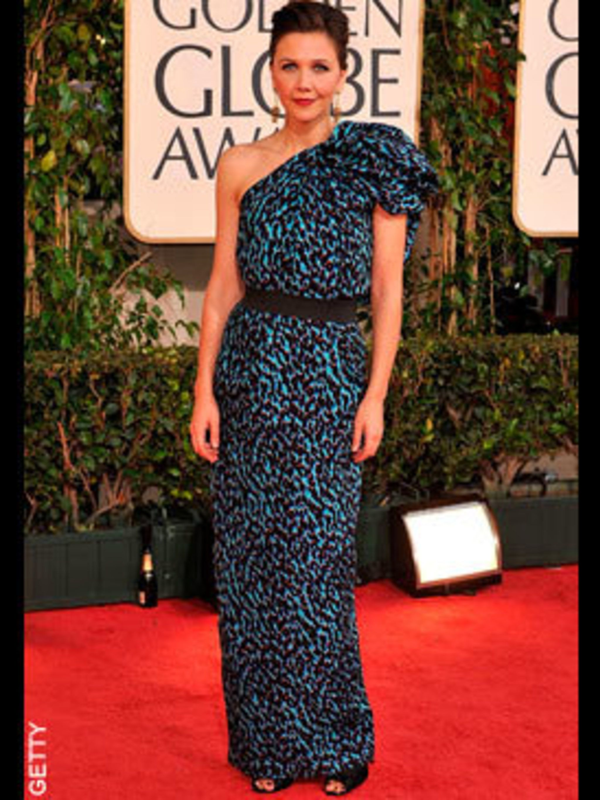 <p>Maggie Gyllenhaal looked incredible in a turquoise gown by Lanvin</p>