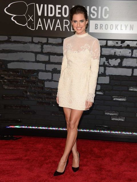 """<p>Allison Williams is wearing a <a href=""""http://www.elleuk.com/catwalk/designer-a-z/valentino/autumn-winter-2013"""">Valentino</a> dress from the Autumn Winter 13/14 collection at the 2013 MTV Video Music Awards.</p>"""