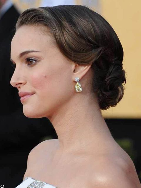 "<p><a href=""http://www.elleuk.com/starstyle/red-carpet/%28section%29/the-sag-awards-2011"">Natalie Portman at the 2011 SAG Awards</a></p>"