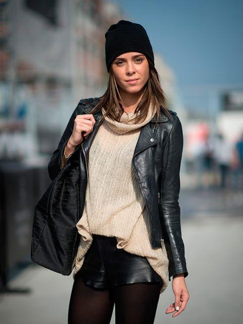 Lois Azzedine Hoeboer wears a Zara jacket with a Mac bag.