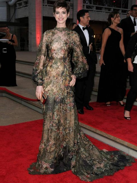 <p>Anne Hathaway in Valentino Couture at the New York City Ballet fall 2012 Gala </p>