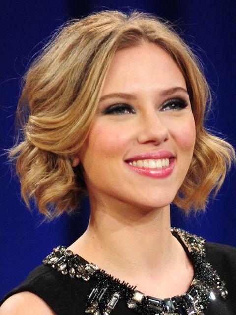 "<p><a href=""http://www.elleuk.com/beauty/celeb-beauty/celeb-beauty-bags/%28section%29/Scarlett-Johansson-s-Favourite-Beauty-Buys"">See the beauty products Scarlett loves...</a></p>"