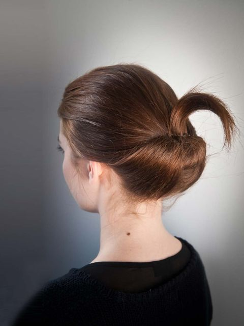 &lt&#x3B;p&gt&#x3B;This is a bit different to an ordinary ponytail, but not much trickier to do.&lt&#x3B;/p&gt&#x3B;