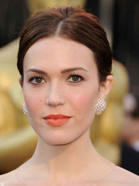 "<p><a href=""http://www.elleuk.com/news/beauty-news/the-oscars-beauty-trends/%28gid%29/752784"">Mandy Moore at the 2011 Oscars</a></p>"