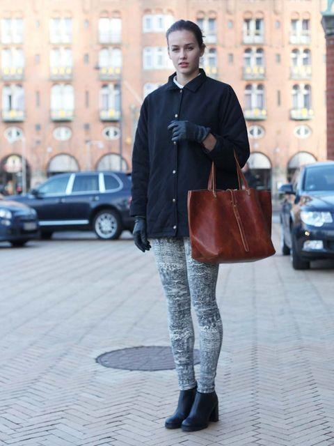<p>KristinaWood Wood shirt, vintage shoes and bag.</p>