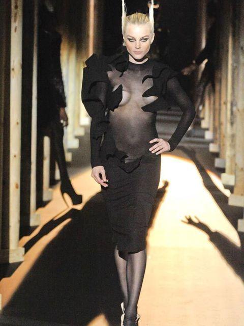 "<p>A feline <a href=""http://www.elleuk.com/Search-Results?cx=007674681116717002309%3Asbbxt5zeani&amp;cof=FORID%3A11&amp;ie=UTF-8&amp;q=jessica+stam"">Jessica Stam</a> at <a href=""http://www.elleuk.com/catwalk/collections/mugler/autumn-winter-2011/collectio"