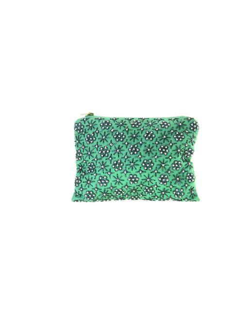 "<p><a href=""http://www.topshop.com/webapp/wcs/stores/servlet/TopCategoriesDisplay?storeId=12556&catalogId=33057"">Topshop</a> beaded clutch, £40</p>"