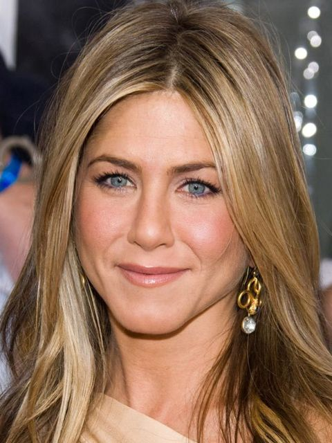 "<p><a href=""http://www.elleuk.com/beauty/celeb-beauty/celeb-beauty-bags/%28section%29/jennifer-aniston-s-favourite-beauty-buys"">Click to see what's in Jennifer's make-up bag...</a></p>"
