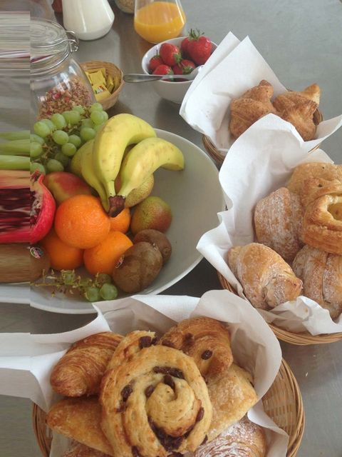 <p>Breakfast of champions… and stylists, make-up artists, journalists and Geldofs.</p>