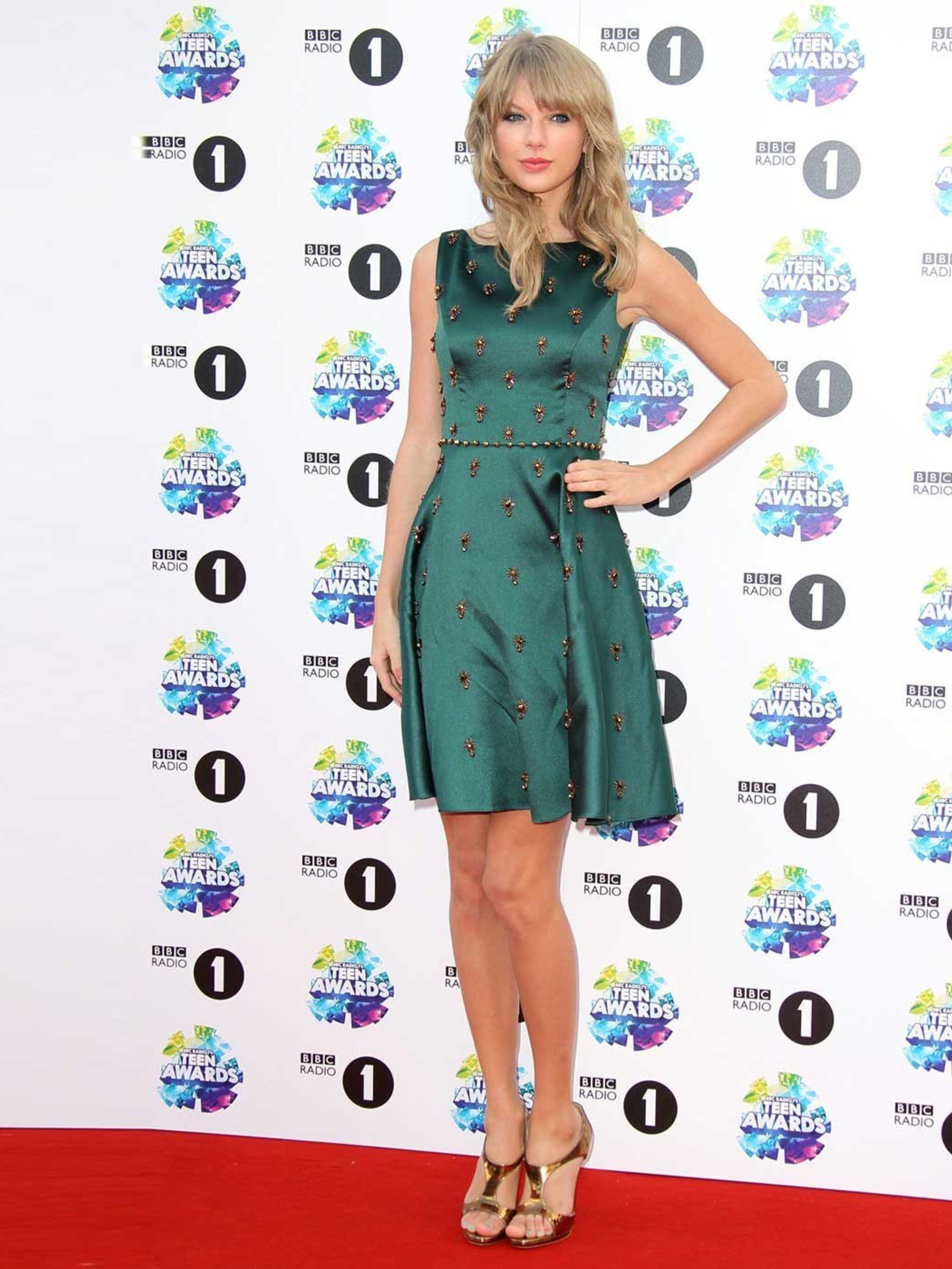 262d8a86d40 Taylor Swift s Style File - Every One Of Taylor Swift s Country Glam Outfits