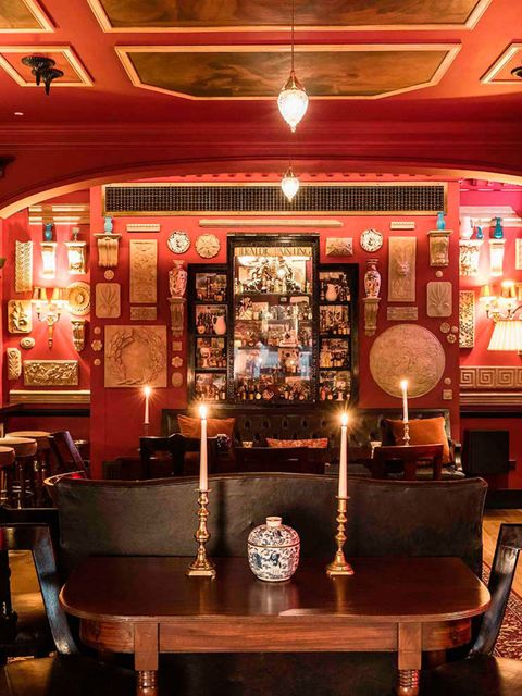 <p>DRINK: Zetter Townhouse Marylebone</p>  <p>Now, when someone gets described as the &lsquo;Willy Wonka of cocktails&rsquo;, we sit up and take notice. The Willy Wonka of chocolate was pretty good, but compared to a grass-infused gin Dubonnet martini wit