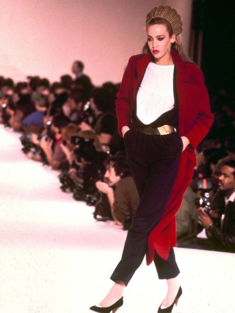 <p>Jerry Hall modelling on the catwalk in 1979</p>