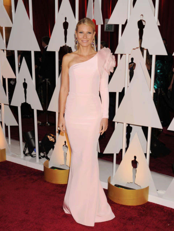 #3 - Gwyneth Paltrow in Ralph &amp&#x3B; Russo