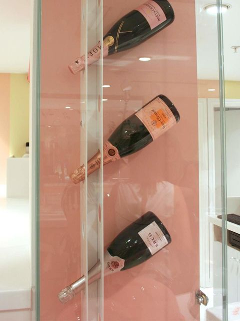 <p>Anyone for a glass of fizz?</p>