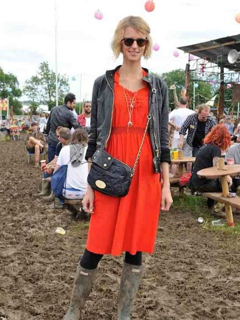 "<p><a href=""http://www.elleuk.com/content/search?SearchText=jaquetta+wheeler&amp&#x3B;SearchButton=Search"">Jaquetta Wheeler</a> wears her <a href=""http://www.elleuk.com/catwalk/collections/mulberry/autumn-winter-2011/review"">Mulberry</a> 'Rosie' satchel with <"