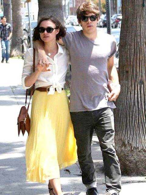 "<p><a href=""http://www.elleuk.com/starstyle/style-files/(section)/keira-knightley"">Keira Knightley</a> looking effortlessly chic in a pleated Whistles skirt, white shirt and flat sandals while walking with her boyfriend</p>"