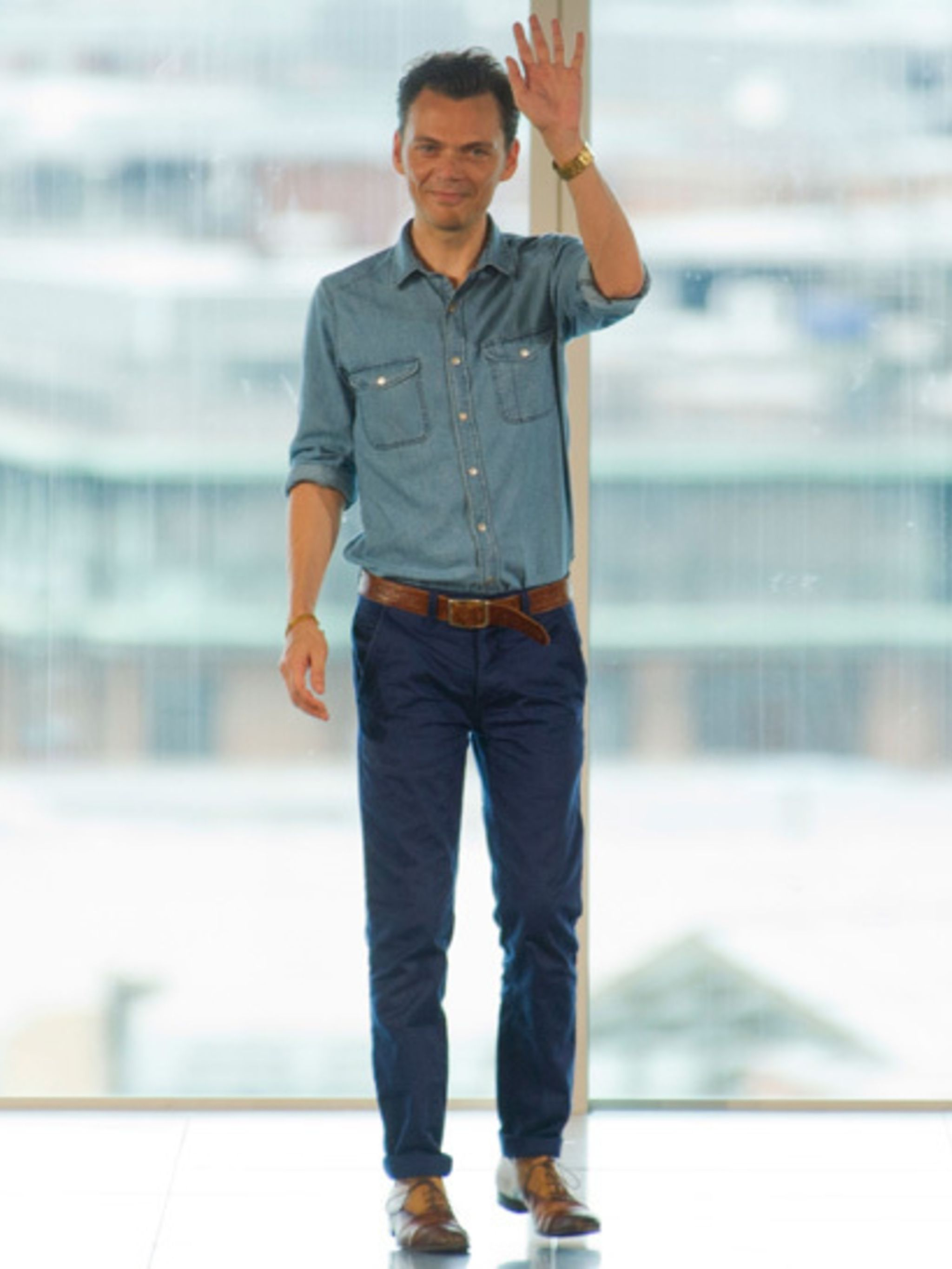 <p>Matthew Williamson takes a bow at the end of his 15 year anniversary show</p>