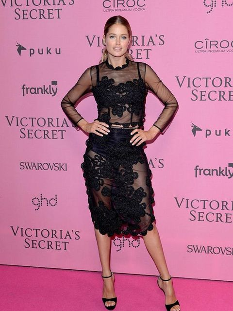 <p>Doutzen Kroes wears s/s 2015 Simone Rocha dress to the Victoria's Secret Fashion Show in London, December 2014.</p>