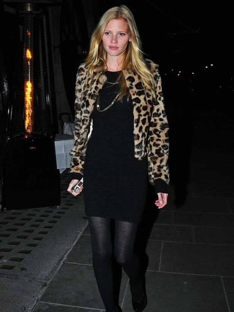 "<p><a href=""http://www.elleuk.com/starstyle/style-files/%28section%29/lara-stone"">Lara Stone</a> out in London's Mayfair</p>"
